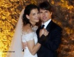 Handout pictured released by Armani 18 November 2006 shows US actor Tom Cruise (R) posing with Katie Holmes at the Castello Odescalchi 18 November 2006 in Bracciano, near Rome. Hollywood superstar Tom Cruise and actress Katie Holmes tied the knot Saturday at a storybook Italian castle before glitterati from the worlds of cinema, sports and music. AFP PHOTO ARMANI HANDOUT - EDITORIAL USE ONLY