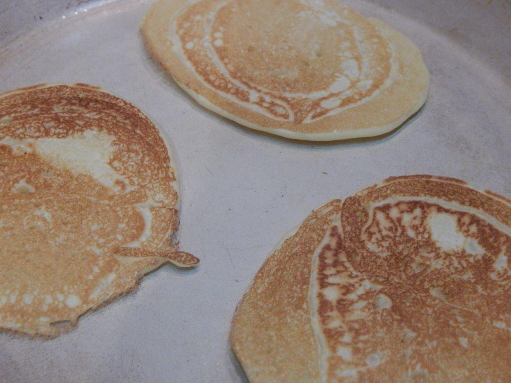 keepcaclmcarryon- american pancakes (2)